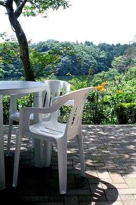 白い椅子.jpg
